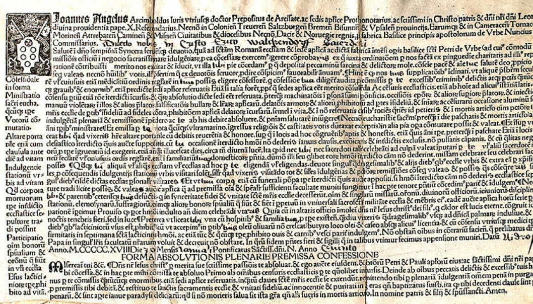 Utsnitt av avlatsbrev utstedt til erkebiskop Erik Walkendorf i Nidaros i 1518. Det var trolig et identisk avlatsbrev som var festet til seglet som ble funnet i graven i Alstahaug. (Foto: Riksarkivet, Oslo)