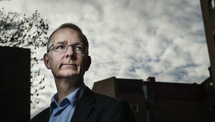 Forskeren Anders Bakken ønsker tiltak som kan utjevne sosiale forskjeller i ungdomsidretten. (Foto: Benjamin Ward)