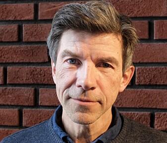 Biolog Dag O. Hessen har skrevet boka «C – karbon» om grunnstoff nummer 6. (Foto: Eivind Torgersen)