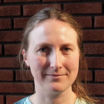 Fysiker Anja Røyne har skrevet boka «Menneskets grunnstoffer». (Foto: Eivind Torgersen)