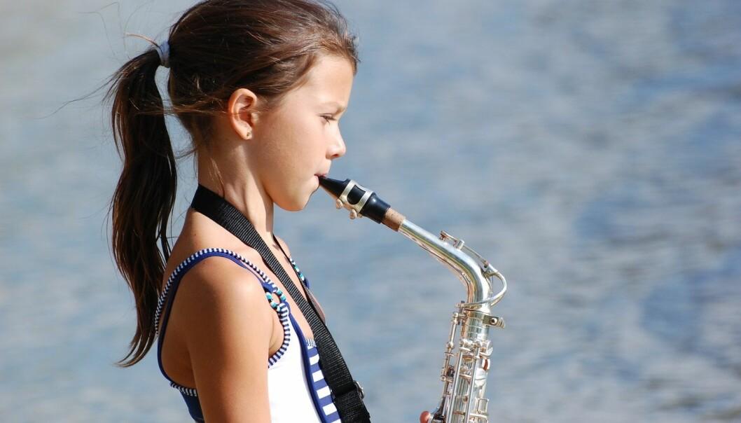 Barn som driver med musikk husker bedre