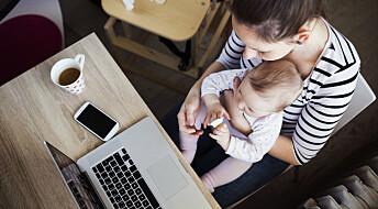 Mødre bør ha tettere kontakt med jobben i permisjon