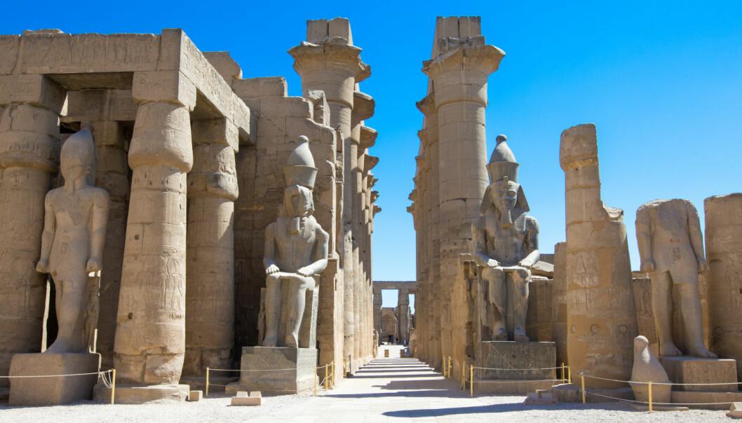 I det gamle Egypt var templene et hjem for guder og ikke for besøkende. Bildet viser en del av tempelkomplekset Karnak, et svært hellig sted i oldtidens Egypt. (Foto: Colourbox)