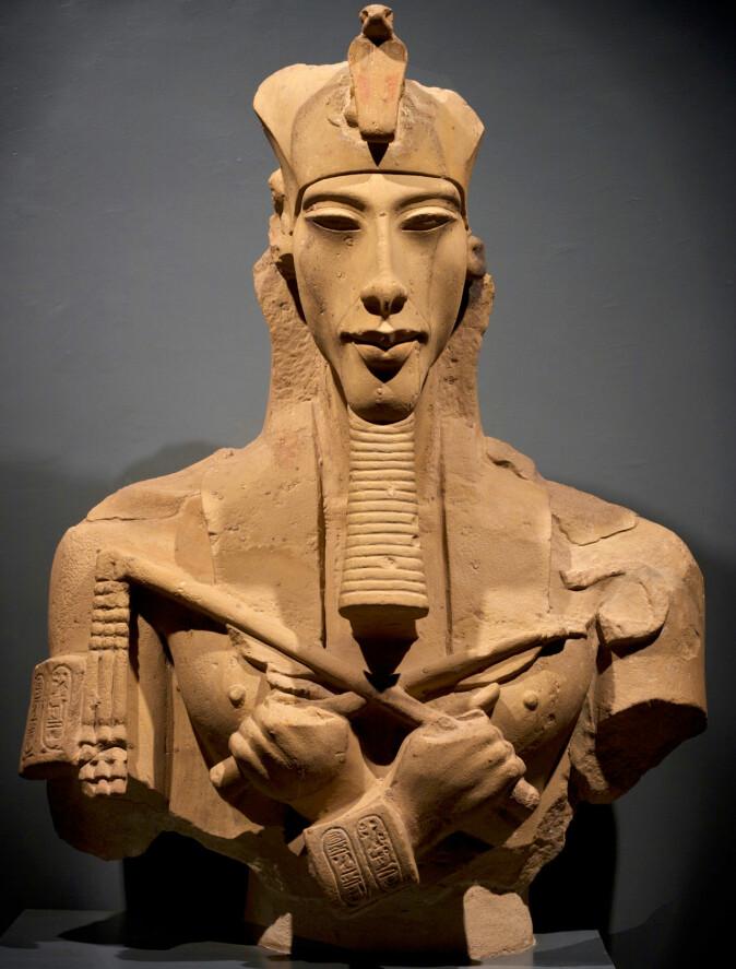 Statue av faraoen Akhenaten, faren til den berømte Tutankhamon. Denne faraoen bygde en ny hovedstad midt i ørkenen for tilbedere av solguden Aten. (Foto: Maciek67 / Shutterstock / NTB scanpix)