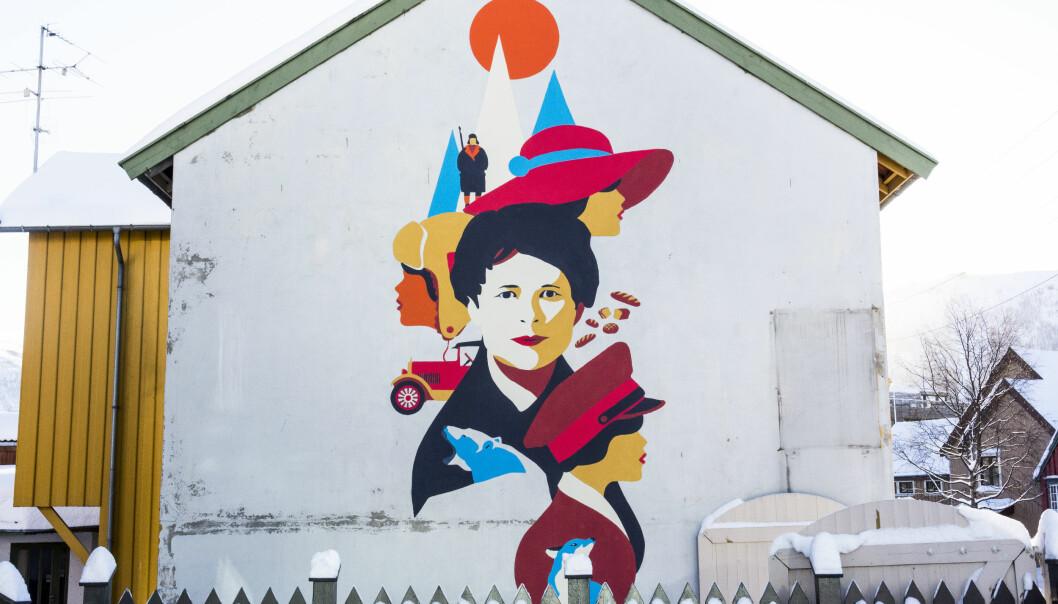 Fangstkvinnen Wanny Woldstad var en allsidig kvinne med mange ulike roller. Her er hun portrettert på en vegg i Tromsø. (Veggmaleri: WOW (Walls of women). Foto: Christel Slettli Hansen, Norges arktiske universitetsmuseum)