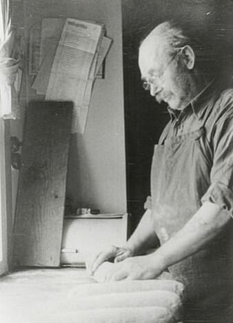 For Rudi var baking og matlaging en viktig del av hverdagen på fangst. (Foto: Norges arktiske universitetsmuseum)