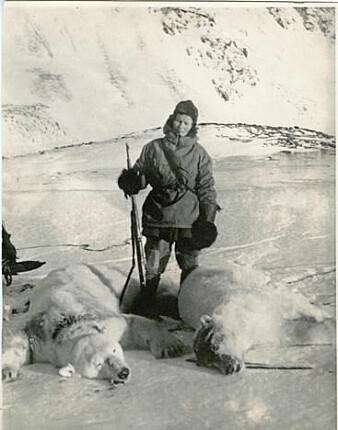 Wanny Woldstad var en habil skytter. Det var viktig for å lykkes på jakt i Arktis. (Foto: Norges arktiske universitetsmuseum)