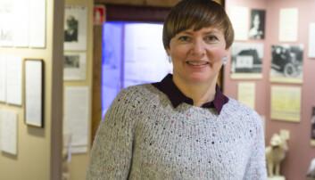 Silje Gaupseth er leder ved Polarmuseet og forsker i polar kulturvitenskap. Hun mener at polarhistorien blir rikere om vi også henter frem kvinnehistoriene. (Foto: Christel Slettli Hansen, Norges arktiske universitetsmuseum)