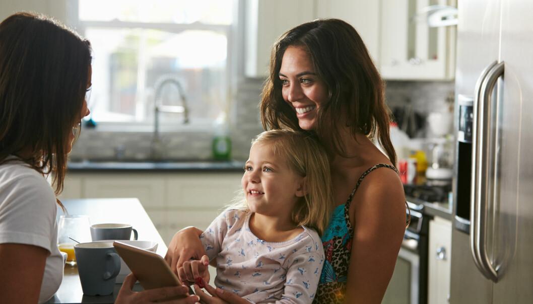 Mange mener at godt foreldreskap er uavhengig av foreldrenes kjønn og at foreldrenes engasjement i barna er av størst betydning, viser Ragnhild Hollekims forskning. (Illustrasjonsfoto: Shutterstock / NTB scanpix)