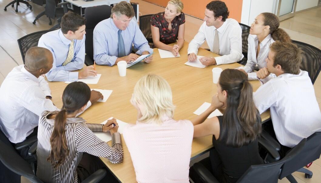 Vi deltar på møter for å vise hverandre at vi er svært viktige og uunnværlige personer, skriver Mats Persson.  (Foto: Colourbox)