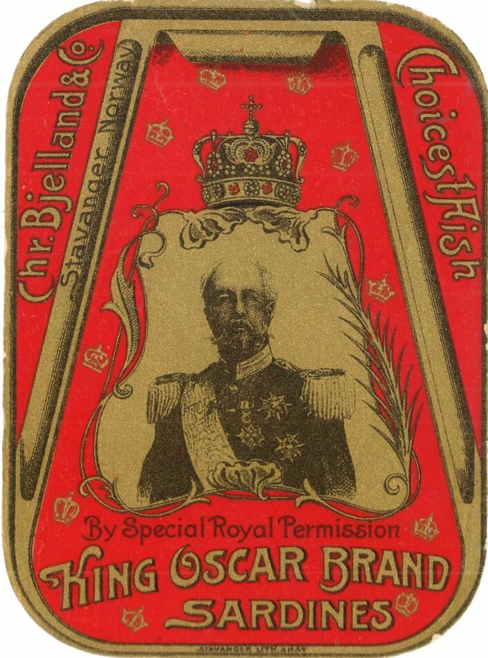 """Tidlig utgave av """"King Oscar."""" Sammenlign kongen på denne etiketten med portrettet på en ny eske """"King Oscar."""" Foto: MUST/ Norsk hermetikkmuseum"""
