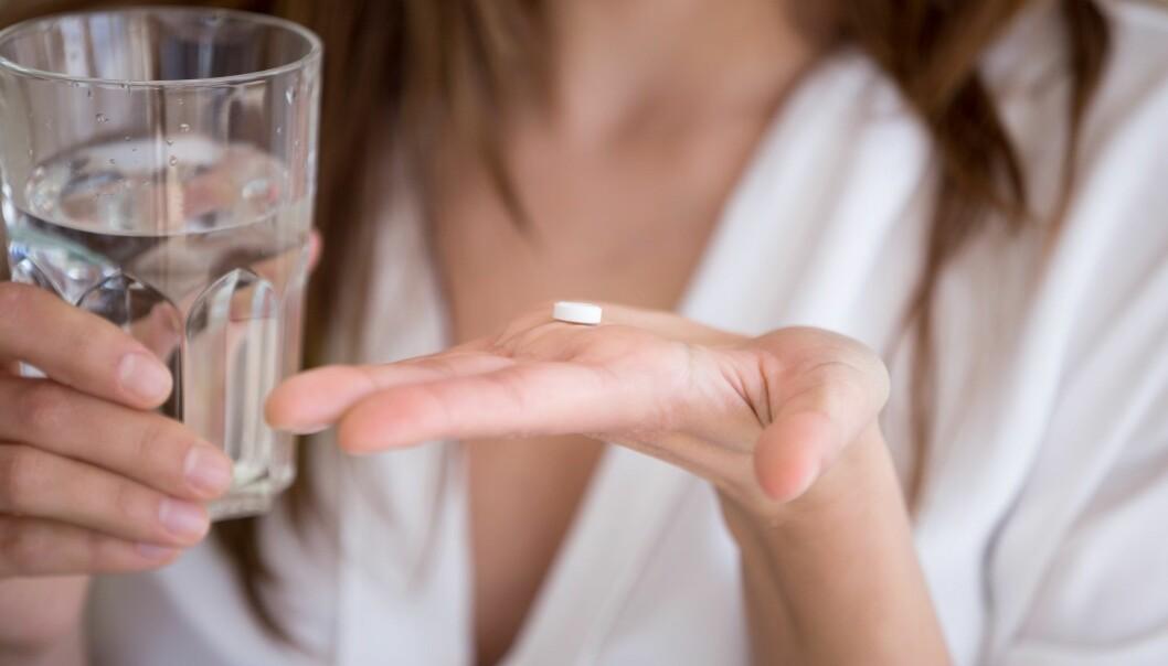 Behandlingen for såkalt medikamentoverforbrukshodepine er å få pasienten til å slutte å bruke medisinene. Men det er ikke alltid så lett. (Foto: fizkes, Shutterstock, NTB scanpix)