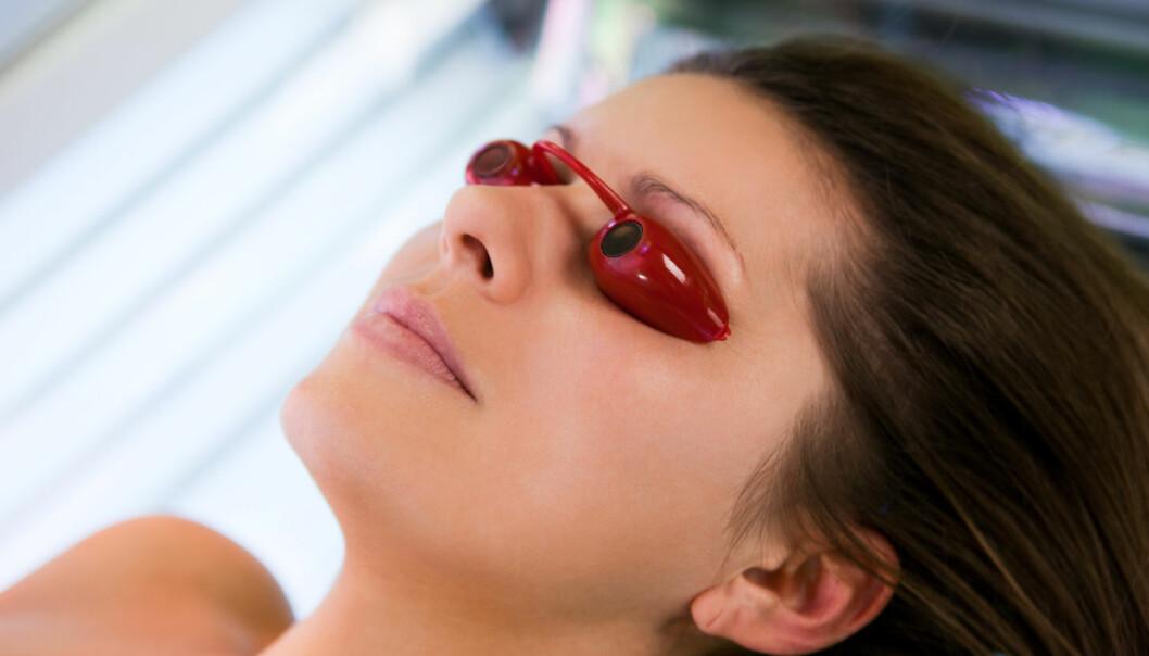 Faren for å få føflekkreft er enda større om du legger deg i solariet som ung. (Foto: Shutterstock/NTB scanpix)