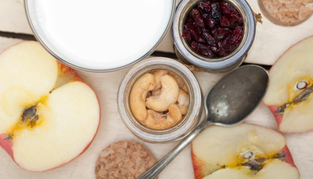 Belgvekster, fullkorn, nøtter og grønnsaker er gode kilder til næringsstoffer og har gode helseeffekter, skriver kronikkforfatteren som er skeptisk til høyt inntak av melkeproteiner. (Foto: Colourbox)