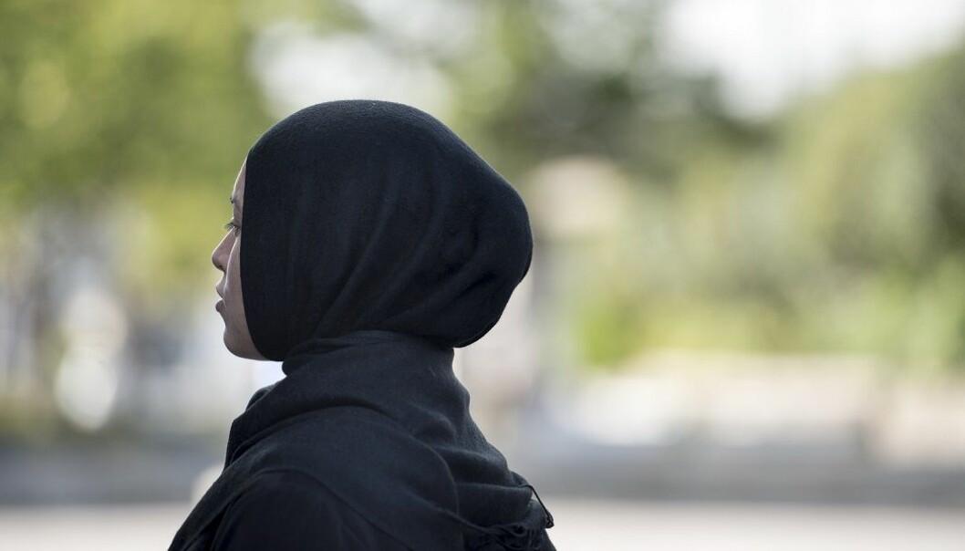 Et økende antall unge norske kvinner begynner med hijab selv om deres mødre kanskje aldri har dekket til hodet. (Foto: Colourbox)