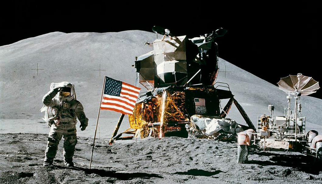 Astronaut James Irwin på Apollo 15-oppdraget i 1971. Takket være månesteinene som ble tatt med tilbake, kan vi kanskje finne ut hvordan månen ble dannet. (Foto: NASA)