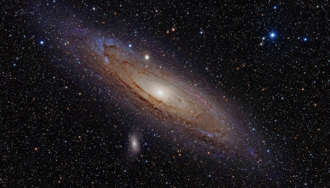 Andromeda-galaksen, slik den ser ut fra jorda. Denne, og alle andre galakser, ville ikke sett ut som den gjør hvis det ikke var for mørk materie. (Bilde: Adam Evans/CC BY 2.0)