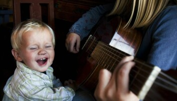 Kan måten du synger på være med på å forklare hvorfor treåringen din ikke synger med, i motsetning til gutten på bildet? Ja, mener musikkterapi-forsker Lise Lotte Ågedal. (Foto: Dag Jenssen / Samfoto / NTB scanpix)