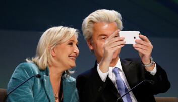 Franske Marine Le Pen sammen med nederlandske Geert Wilders. De to ledende politikerne på ytre høyre ligger begge an til å gjøre gode valg i 2017. (Foto: Alessandro Garofalo / Reuters / NTB scanpix)