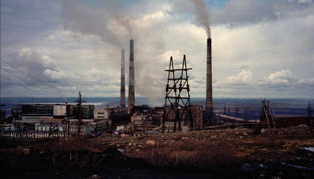 Utvinning av råvarer, som her ved smelteverket i Nikel i Russland, står for halvparten av alle klimautslipp, ifølge FN. (Arkivfoto: Skjalg Fjellheim)