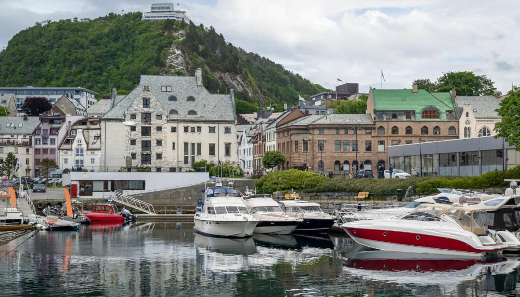 I havner som denne i Ålesund kan førere av fritidsbåter ha nytte av sidepropeller som gjør det lettere å manøvrere. (Foto: Colourbox)