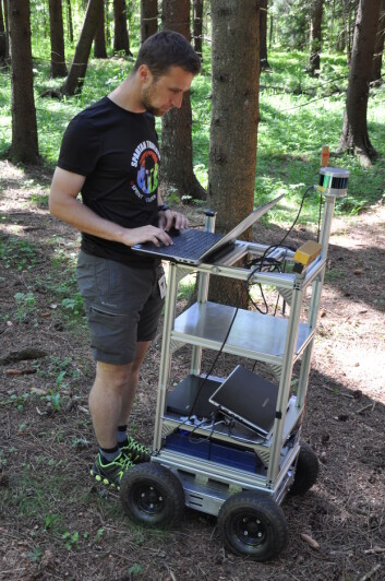 Langsiktige målet med forskningen er å utvikle en selvgående skogsrobot som kan kartlegge, stedfeste og posisjonere både seg selv og trærne den møter på sin vei. (Foto: Lars Sandved Dalen)