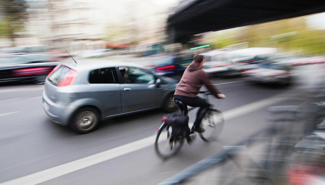 I norske byer er det fortsatt bilen som blir prioritert foran myke trafikanter. (Foto: Shutterstock, NTB scanpix)