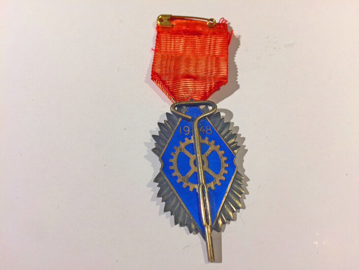 """""""Den gyldne Nøgle,"""" den norske hermetikkindustrien sin høyeste utmerkelse. Denne ble gitt til eieren av USF i Bergen, Josef E. Danielsen i 1948. Foto: MUST/ Norsk hermetikkmuseum"""