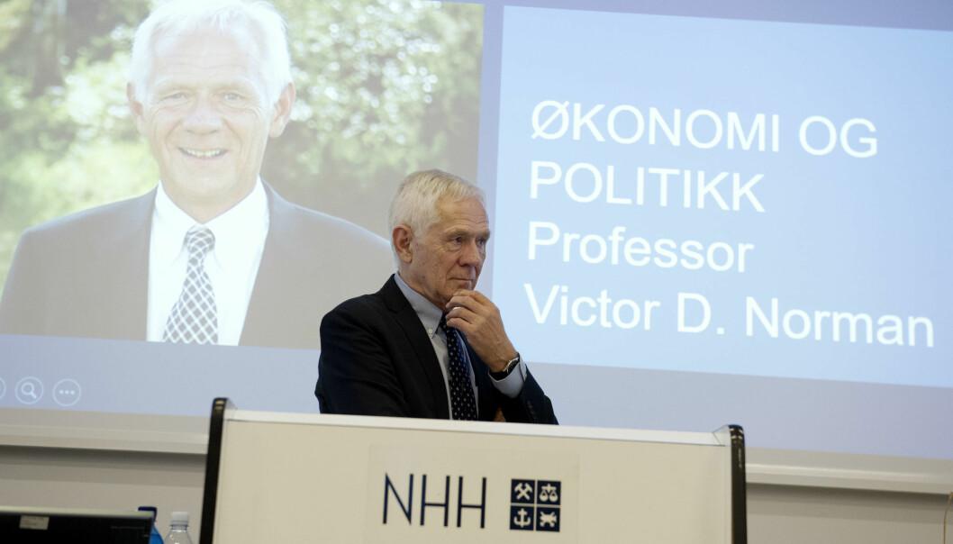 Studentene husker Victor D. Norman best som foreleser. For oss andre er det kanskje som arbeids- og administrasjonsminister i Kjell Magne Bondeviks andre regjering fra 2001-2004. (Foto: Helge Skodvin / NHH)