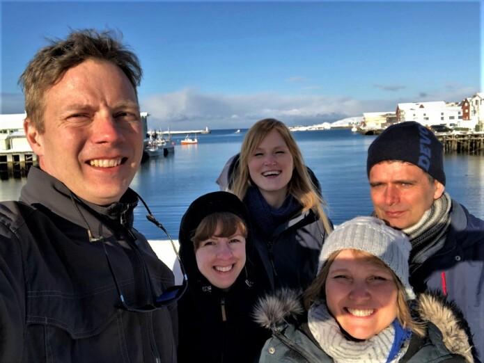 Kystbarometerteamet på plass i Vardø. Fra venstre: Erik Olsen (HI), Marina Espinasse (HI), Sigrid Engen (NINA), Vera Hausner (UiT), Per Fauchald (NINA, Prosjektleder Kystbarometeret. (Foto: privat)