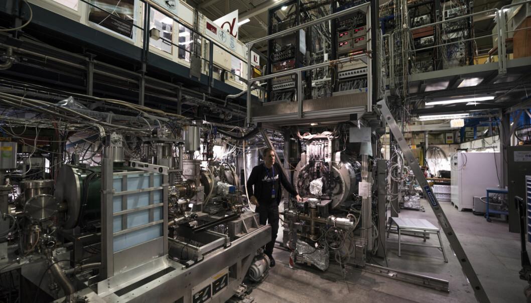 En forskergruppe ved det europeiske forskningssenteret CERN i Sveits klart å skape, fange inn, oppbevare og nå også måle antihydrogen. Mannen som har stått i spissen for eksperimentet, Jeffrey S. Hangst, kaller det «en drøm som går i oppfyllelse». (Foto: CERN)