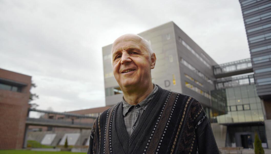 Reinhard Siegmund-Schultze ved Universitetet i Agder har funnet matematikeren som brukte uttrykket mannen i gata første gang.  (Foto: Jan Arve Olsen/Universitetet i Agder)