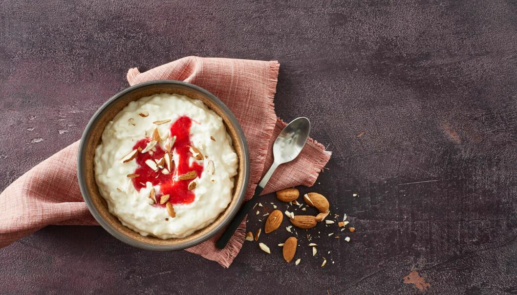 Riskrem er en enkel versjon av en dansk dessert. Få spiser denne desserten utenom jula.  (Foto: Melk.no)