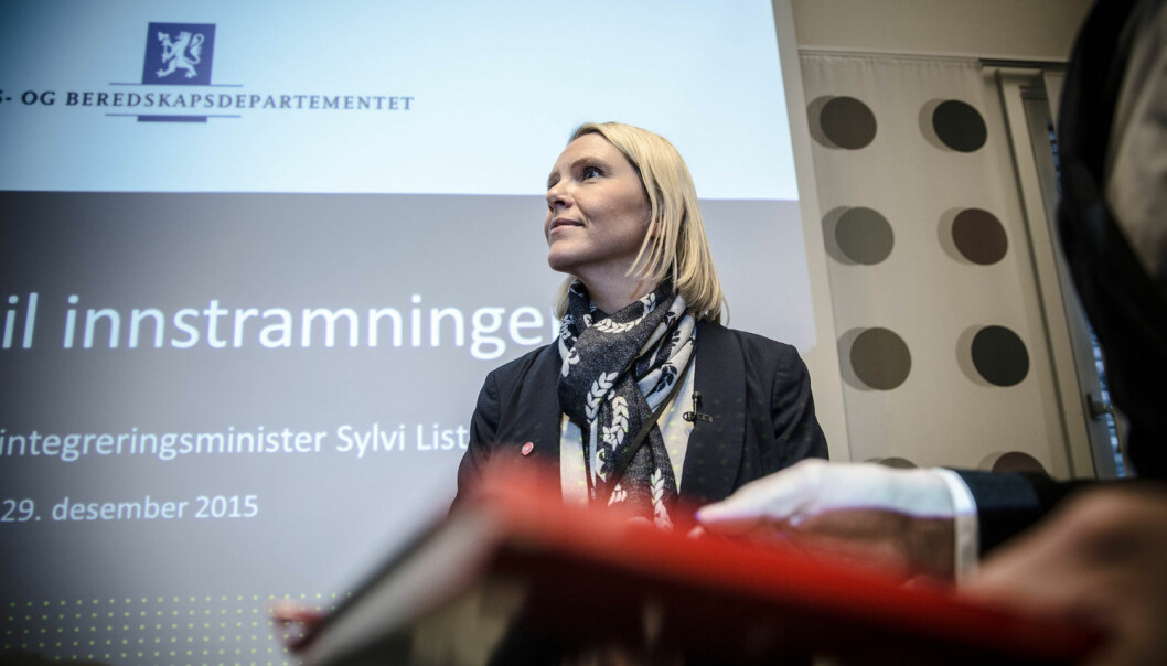 Norge har i 2016 opplevd en nedgang i antall asylsøkere på 90 prosent. Det kommer nå færre asylsøkere hit enn det har gjort på 20 år. Hvor mye er Sylvi Listhaug årsak til nedgangen og hvor mye betyr andre faktorer? forskning.no har spurt tre innvandringsforskere. (Foto: Terje Bringedal, VG, NTB/scanpix)
