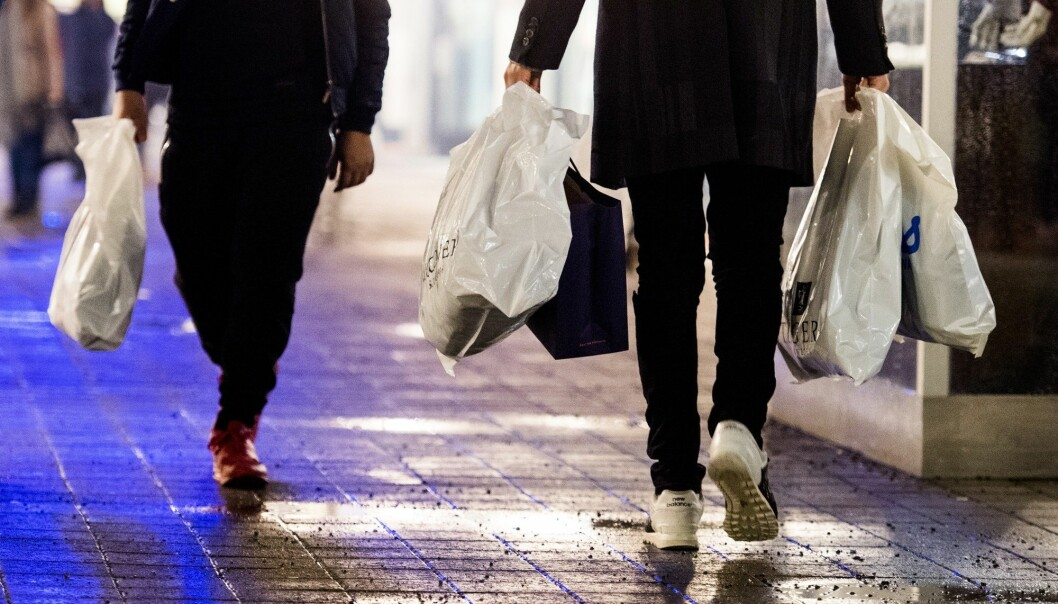 Nordmenn forbruker nest mest i Europa. Her i forbindelse med «Black Friday»-salget til Norwegian Outlet i Vestby. (Foto: Jon Olav Nesvold / NTB scanpix)