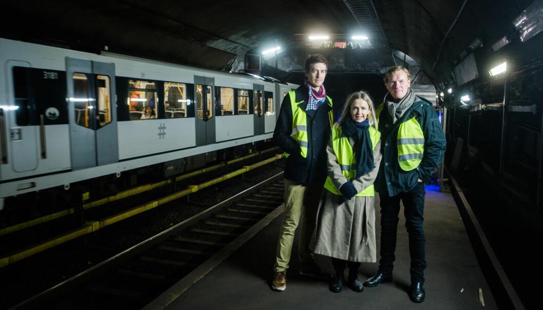 Pål Sverre Hagen (t.v.), Pia Halvorsen og Sven Nordin spiller hovedrollene i den nye dramasatsingen til NRK. Her på nedlagte Valkyrien t-banestasjon oppretter Ravn (Nordin) en underjordisk klinikk. (Foto: Eskil Wie Furunes, VG)