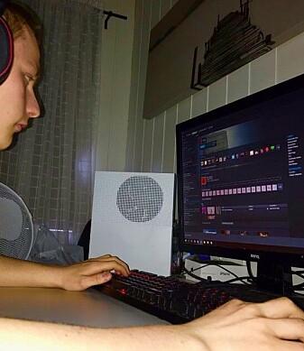 Mats Fladen Evensen fra Strømmen har blitt en kløpper i engelsk gjennom å spille dataspill. (Foto: Privat)