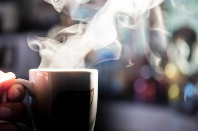 Den nye forskningen bryter med den tradisjonelle forståelsen av tid og en spesielt termodynamisk lov som forutsetter, å varme ting – for eksempel en kopp kaffe – gradvis blir kaldere, i takt med at tiden går. (Foto: Shutterstock / NTB scanpix)