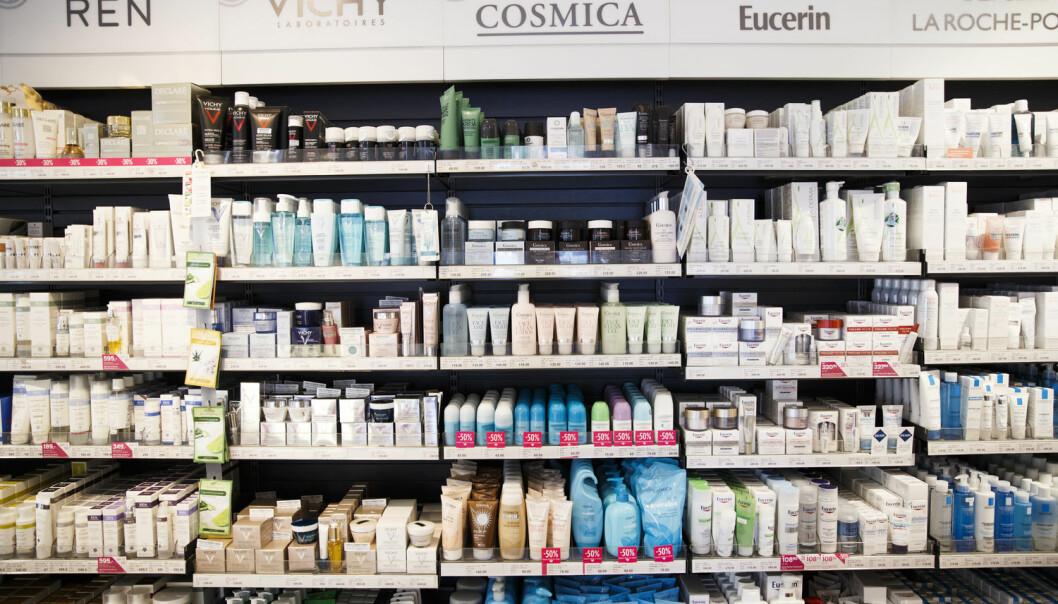 Stoffer som forstyrrer hormonene kan vi finne i kosmetikk, klær, møbler og skismøring. Men vi kan også finne dem ute i naturen.  (Foto: Berit Roald / NTB scanpix)
