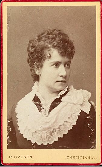 Skuespilleren Johanne Juell spilte hovedrollen som Nora på Christiania. (Foto: Ovesen, R. / Oslo Museum, lisens: CC BY-SA 4.0)