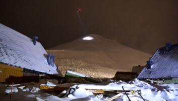 To mennesker døde da et snøskred traff ti hus i Longyearbyen på Svalbard den 12. desember 2015. (Foto: Terje Mortensen / VG / NTB Scanpix)