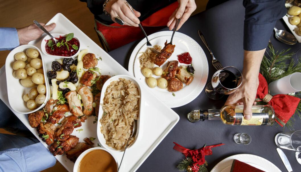 Av alle årets middager, så er det nok ingen det knytter seg større forventninger til enn julekveldsmiddagen. (Foto: Shutterstock/ NTB scanpix)