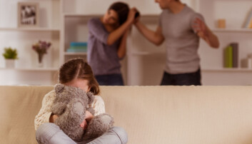 Når politiet kommer inn i hjem der det pågår vold, skal de bryte opp partene, men også håndtere barn som er tilstede. Barn har status som fornærmet i saken. (Foto: Shutterstock / NTB scanpix)