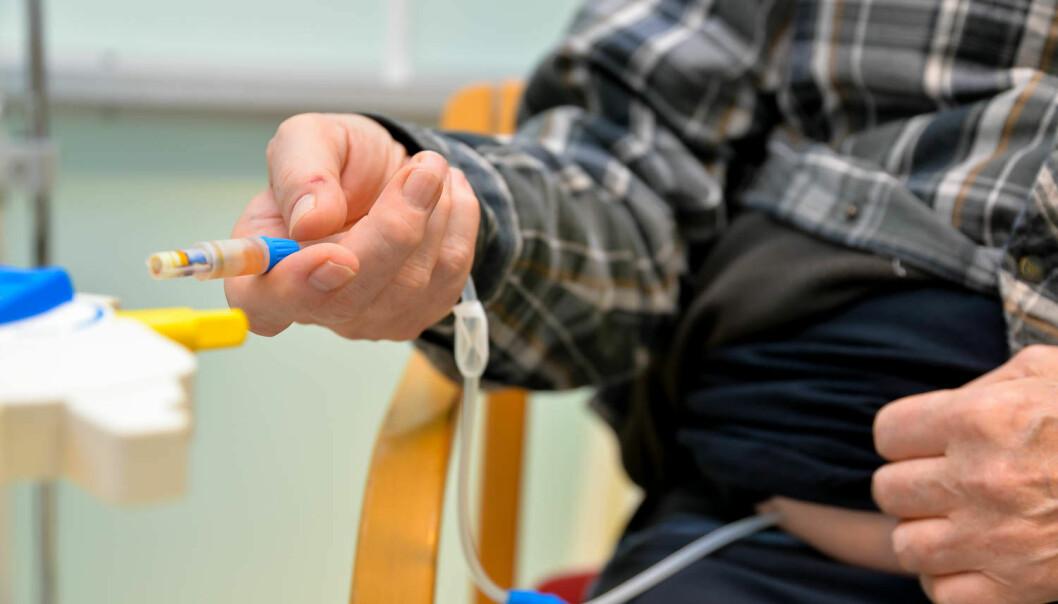 Stadig flere er avhengige av dialysebehandling i Norge. Dette er er svært krevende behandling, både for pasienten og for helsevesenet. Behandlingen skal rense avfallstoffer fra blodet når kroppens egen rensefabrikk, nyrene, har sviktet. Forskning ved Universitetssykehuset i Nord-Norge er i ferd med å komme nærmere et svar på hvorfor nyrene svikter og hvordan det kan forebygges. (Foto: Rune Stoltz Bertinussen, Krysspress)