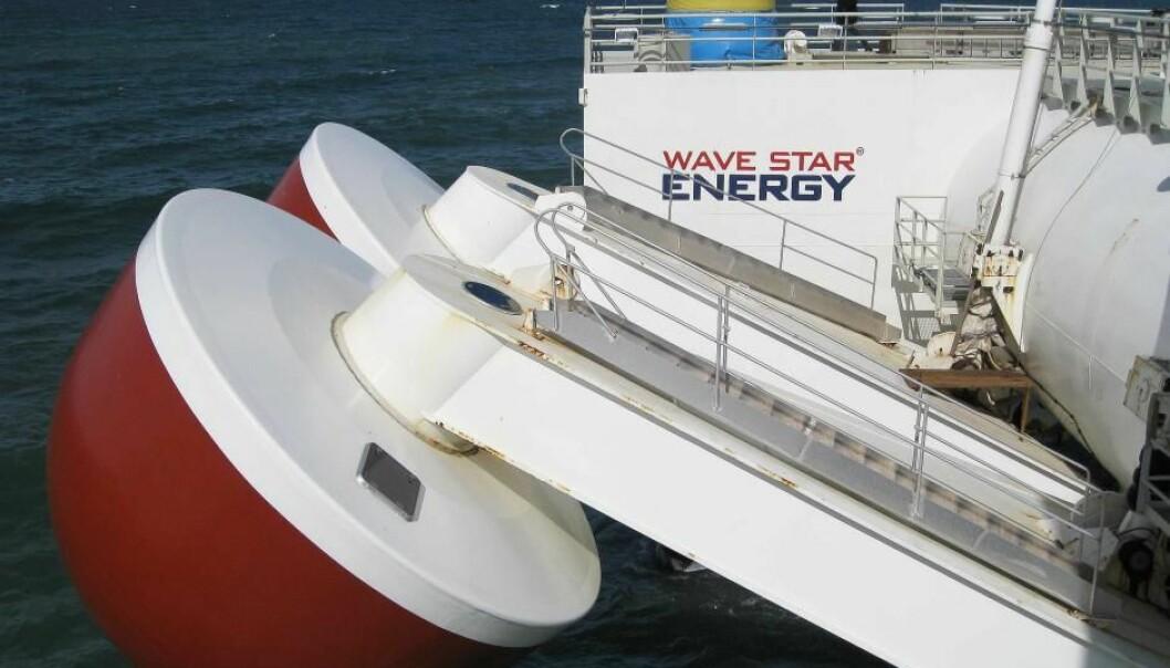 Det ble produsert strøm da de to store pongtongene på Wave Stars testanlegg ved Hanstholm beveget seg opp og ned i vannet. (Foto: S.N. Swiatecki)