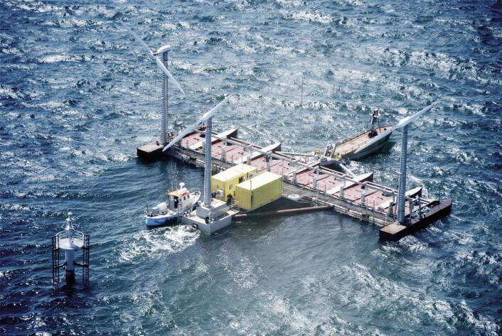 Flytende plattformer med både vindmøller og bølgeenergianlegg kan være veien fram. (Foto: Floating Power Plant)