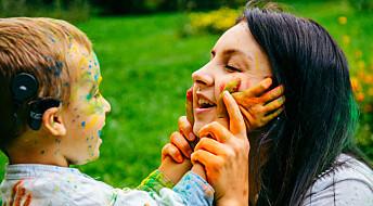 Selv om barna hører svært dårlig, trives de like godt som andre barn