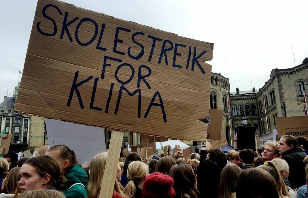 Nivået av enighet om menneskets rolle for global oppvarming blant klimaforskerne er undersøkt i flere studier. Bildet er fra klima-demonstrasjonene utenfor Stortinget nylig. (Foto: Nerijus Adomaitis, Reuters, NTB scanpix)