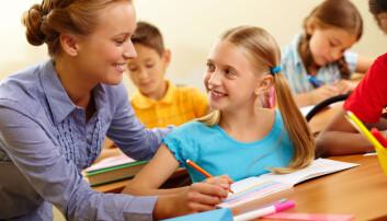 Lærere med stor faglig trygghet og relevant spesialisering gir elevene bedre utbytte av undervisningen. Slike lærere minsker også effekten av sosial bakgrunn. (Foto: Colourbox)