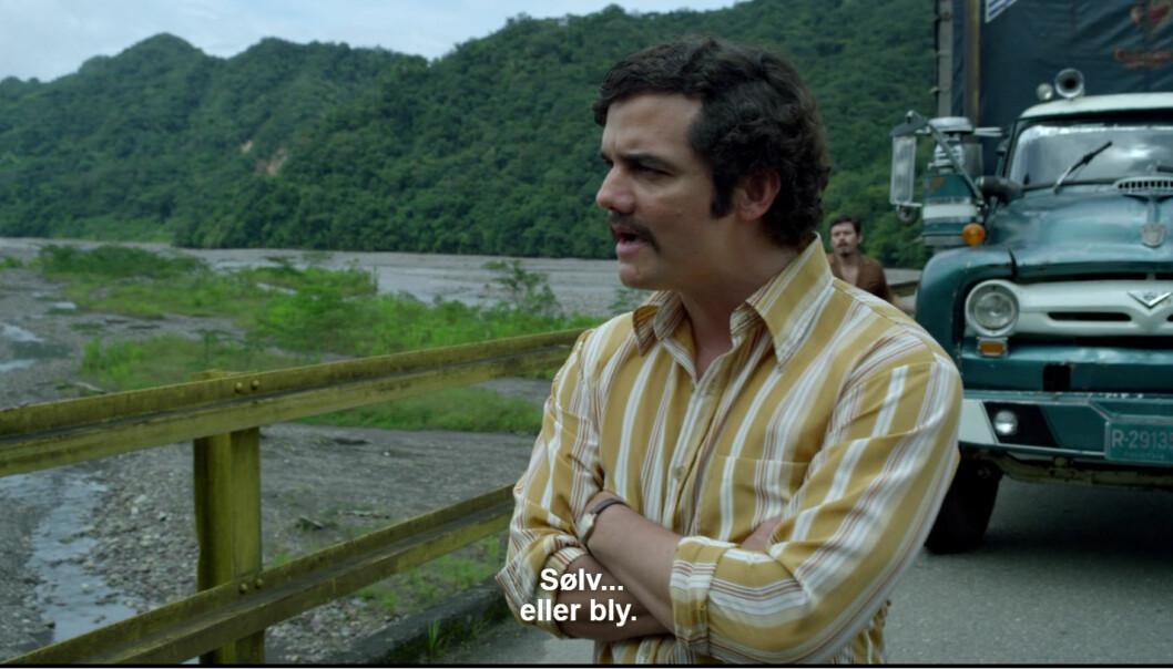 Når Pablo Escobar tilbyr nokon sølv eller bly, er det ikkje snakk om metallklumpar. Her spilt av Wagner Moura i Netflix-serien Narcos. (Foto: Skjermbilde fra Netflix)